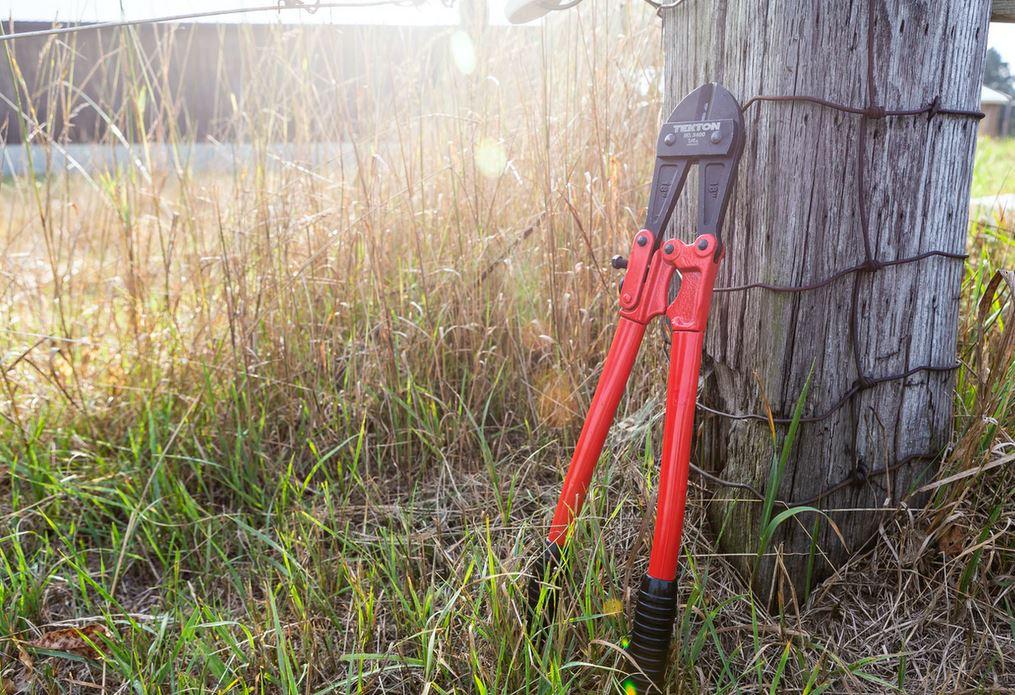Comment poser une clôture rigide ?